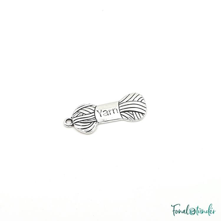 Fém Charm - Yarn - Fonalgombolyag - ezüst - Metal Charm - yarn skein - silver